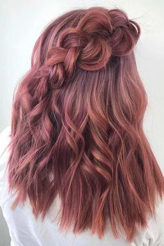 Medium length layered hair styles look fabulous as they are texturized and voluminous at the same time. Medium Length Blonde, Medium Length Hair Cuts With Layers, Medium Length Hair With Layers, Medium Layered Hair, Hair Medium, Cute Hairstyles, Straight Hairstyles, Hairdos, Wedding Hair Colors