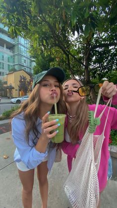 Cute Friend Pictures, Friend Photos, Besties, Best Friends Aesthetic, Insta Photo Ideas, Cute Friends, Summer Pictures, Party Pictures, Teenage Dream