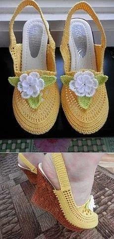 Sandalen an der Meisterklasse von Olga Tarasova gebunden. Crochet Sandals, Crochet Boots, Crochet Slippers, Crochet Clothes, Knit Crochet, Knit Shoes, Sock Shoes, Crochet Slipper Pattern, Crochet Patterns
