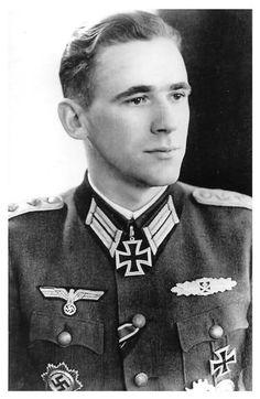 ✠ Traugott Kempas (27 August 1919 – 13 March 1945) Killed in action in the Heiligenbeil Pocket near Rosenwalde. RK 09.12.1944 Hauptmann Kdr I./Gren.Rgt 176 61. Infanterie-Division [757. EL] 28.02.1945 Hauptmann Kdr I./Gren.Rgt 176 61. Infanterie-Division