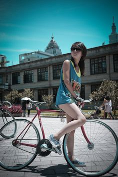 """cyclivist:  from Fixed Gear Girl Taiwan.   """