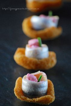 strawberry & pepper: Crunchy anchovy with mayonnaise beet Finger Food Appetizers, Appetizers For Party, Finger Foods, Appetizer Recipes, Gluten Free Puff Pastry, Snacks Für Party, Mini Foods, Creative Food, Clean Eating Snacks