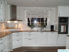 Almost like my kitchen at Christmas Corner Stove, Kitchen Corner, Kitchen Layout, Kitchen Dinning, New Kitchen, Kitchen Decor, Grey Kitchens, Home Kitchens, Kitchen Cabinet Design