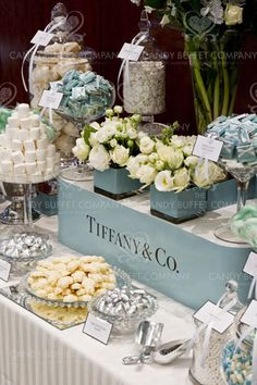 Tiffany & Co Buffet. This shows have colour schemes can be used even in the decoration of the food or the food colour itself. This buffet shows cohesiveness and the Tiffany logo and white flowers bring it all together. Tiffany Theme, Tiffany Party, Tiffany Blue, Tiffany Wedding, Diy Dessert, Dessert Bars, Dessert Tables, Dessert Buffet, Candy Table