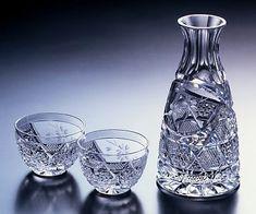 作品 頌峰(SHOHO)【 日本伝統美の芸術 薩摩切子 】 酒器揃 Cut Glass, Glass Art, Sake Sushi, Sushi Set, Japanese Sake, Crystal Glassware, Glass Photo, Glass Ceramic, Glass Design
