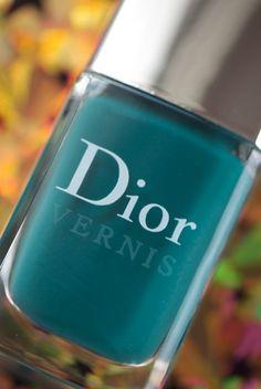 Love the color Finger Art, Fiji Water Bottle, Nirvana, Fun Nails, Hair And Nails, Dior, Manicure, Nail Polish, Amazing Nails