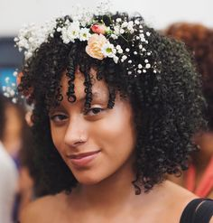 See this Instagram photo by @happyfroday •  Cc: @flylifeimages || flower hair. Curly hair. Natural hair. Curly girl. Flower hair accessories.