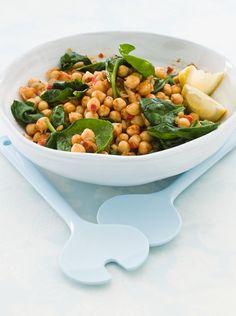 Lauwarmer Kichererbsensalat mit Spinat | Kalorien: 272 Kcal - Zeit: 10 Min. | http://eatsmarter.de/rezepte/lauwarmer-kichererbsensalat-mit-spinat