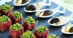 口のなかでとろける脂肪分と、やわらかさを楽しむひと口大のステーキ! シンプルなドレッシングでさっと和えただけの豆を添えて。|『ELLE gourmet(エル・グルメ)』はおしゃれで簡単なレシピが満載!