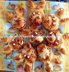 Osterbrötchen aus Hefeteig zum Frühstück.
