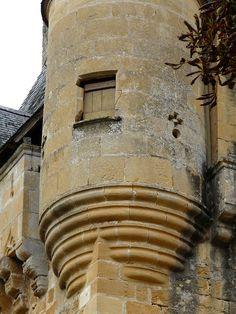 St-Léon sur Vézère (Dordogne) - Château de Clérans - base d'une tourelle