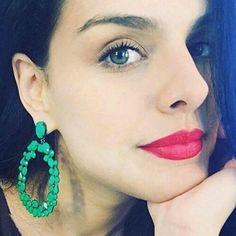 A atriz Paloma Bernardi adora nosso brincos da coleção exclusiva By Pri, super confortáveis de usar no dia a dia.