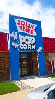 Koated Kernels Jolly Time Popcorn shop in Sioux City, Iowa - it has a quaint little popcorn history museum with original popcorn boxes alongside a gourmet shop with 20 delicious flavors of popcorn! PLUS FREE samples!