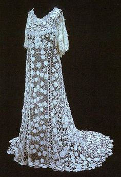 Vintage Irish crochet lace wedding gown - Wow. Normally I don'[t care for crocheted/knitted dresses, especially wedding dresses, but this is amazing!