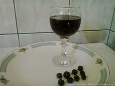 Retete cu margareta cismasiu: Afinata Red Wine, Alcoholic Drinks, Glass, Food, Drinkware, Corning Glass, Essen, Liquor Drinks, Meals