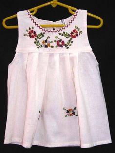 Vestidos para niñas bordados - Imagui Baby Embroidery, Embroidery Dress, Toddler Dress, Baby Dress, Little Girl Dresses, Girls Dresses, Frocks For Girls, Mexican Dresses, Handmade Dresses
