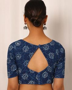 Buy Indigo Indie Picks Indigo Handblock Print Cotton Blouse Best Picture For Blouse blusas For Your Taste You are looking for something, and it is going to tell you exactly what you are looking for, a Indian Blouse Designs, Saree Blouse Neck Designs, Simple Blouse Designs, Stylish Blouse Design, Kurti Neck Designs, Dress Neck Designs, Saree Blouse Patterns, Design Of Blouse, Blouse Neck Models
