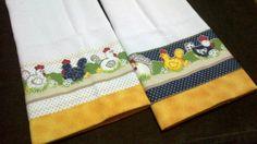 Pano de copa em tecido de sacaria com acabamento dos dois lados em preto, branco, vermelho e amarelo. Tem motivos galinha pintadinha, tulipas e flores.  Consulte a disponibilidade!