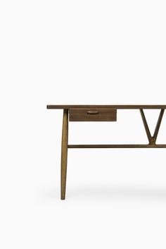 Hans Wegner desk model JH 563 / wishbone at Studio Schalling