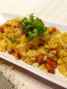 Easy Breakfast in Just 5 Minutes! Fried Rice with Sausage Recipe - Yummy this dish is very delicous. Let's make Easy Breakfast in Just 5 Minutes! Fried Rice with Sausage in your home! Good Food, Yummy Food, Tasty, Sausage Recipes, Cooking Light, Fried Rice, Risotto, Great Recipes, Make It Simple