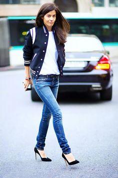 #jeanshose #collegejacke #weissestshirt Bárbara Martelo PLAIN WHITE T-SHIRT