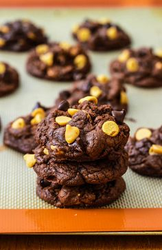 DEATH BY CHOCOLATE PEANUT BUTTER CHIP COOKIES http://sallysbakingaddiction.com/2012/10/08/death-by-chocolate-peanut-butter-chip-cookies/ #Cookies