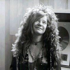 "To be true to myself, to be the person that was on the inside of me, and not play games. That's what I'm trying to do mostly in the whole world, is not bullshit myself and not bullshit anybody else."" – Janis Joplin on her goals Janis Joplin, Cinema, 60s Music, Looks Black, Jim Morrison, Jimi Hendrix, Beautiful Soul, Summer Of Love, Great Photos"