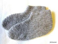 Gray socks in Finnish stitch UUOO/UUOOO.