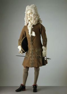 1700-1720, England - Dress coat - Wool embroidered with silver gilt thread, lined with silk and interfaced with buckram