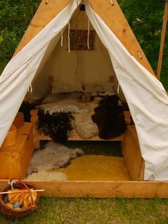 Medieval tent by Dragoroth-stock.d … on Medieval tent of Dragoroth share. on Medieval tent by Dragoroth-stock.d … on Medieval tent of Dragoroth share. Bushcraft Camping, Viking Tent, Viking Camp, Go Camping, Outdoor Camping, Camping Hacks, Camping Chair, Camping Packing, Camping Coffee
