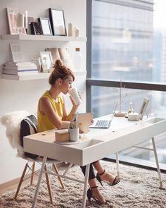 Vedi la foto di Instagram di @dreachong • Piace a 9,271 persone// home office, clean modern office, office inspiration, minimalistic, minimalism