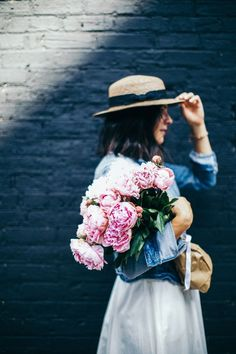 Pink Peonies, summer outfit ideas, white dress ideas - My Style Vita Beautiful Flowers, Life Is Beautiful, Exotic Flowers, Fresh Flowers, Purple Flowers, Summer Outfits, Summer Dresses, Summer Clothes, Party Dresses
