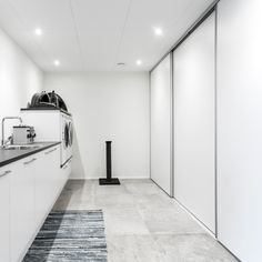 Create clarity in a busy everyday life with sliding doors in the utility room. Outerwear, we … - Modern Sas Entree, Hygge, Rustic Wood Floors, Ikea Pax, Laundry Room Design, Interior Stylist, Home Reno, Loft, Modern Minimalist