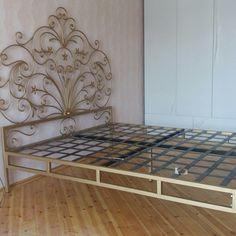 Emilia Romelia peres Bedroom Furniture Beds, Brewery Decor, Iron Furniture, Wrought Iron Beds, Steel Bed, Bedroom Decor, Wrought Iron Driveway Gates, Wall Decor Design, Sofa Frame