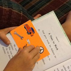 Make a READER card out of an index card to help little readers isolate the word (and not get so distracted and overwhelmed). Baby Friends, Phonics Reading, Chickadees, Index Cards, Reading Skills, Language Arts, School Stuff, Homeschool, Teaching