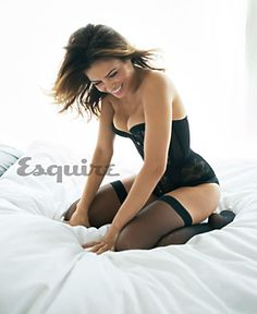 JENNA DEWAN-TATUM TELLS JOKES AND SIZZLES FOR ESQUIRE