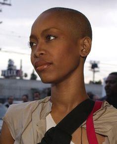 Bbw black woman shaving it