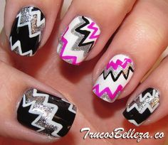 Zig Zag too cute another thing to do when I grow my nails out.if I grow my nails out. Get Nails, Fancy Nails, Love Nails, How To Do Nails, Pretty Nails, Hair And Nails, Crazy Nails, Zig Zag Nails, Nailart