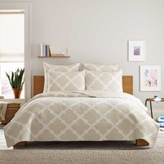 Real Simple® Bennett Quilt in Taupe/Ivory