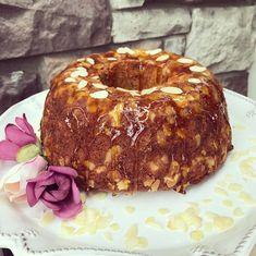 """Instagram'da Yıldızlar Sofrası: """"Hayırlı günler dilerim herkese. Herkesin sevdiği havuçlu keki bir de böyle deneyin derim. İçi pamuk, dışı çıtır çıtır bir kek buyrun…"""" Bagel, Bread, Food, Instagram, Brot, Essen, Baking, Meals, Breads"""