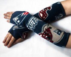 handmade fingerless gloves NEW ENGLAND PATRIOTS by bombshellsports, $19.00