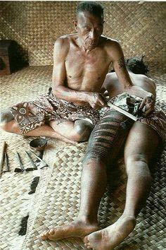 Samoan tattoo master applies ink with traditional tools. #tattoocare #molotattoocare