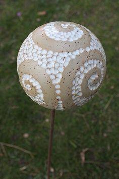 Garten Kugel Keramik weiß Gartendekoratio Deko von Keramikatelier21 auf DaWanda.com