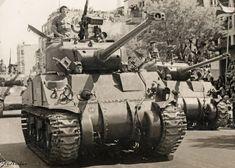 Как мы уже знаем , в начале 1950-х Шерман стал основой танковых войск АОИ. Увы, его ценность как боевой единицы пикировала стремительным домкратом. Если в условиях нашего 48-го исправный Шерман с родным 75-мм орудием был почти вундерваффе, то встреча с бронетехникой первого послевоенного поколения…