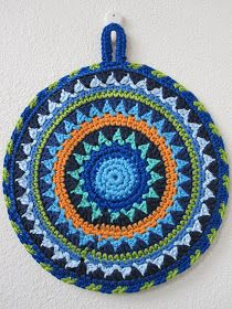 A's ALMANAKK: Annepålandets grytekluter - en slags oppskrift. Crochet Potholder Patterns, Crochet Pillow Pattern, Crochet Motifs, Crochet Dishcloths, Crochet Squares, Crochet Doilies, Crochet Flowers, Mandala Crochet, Knitting Patterns