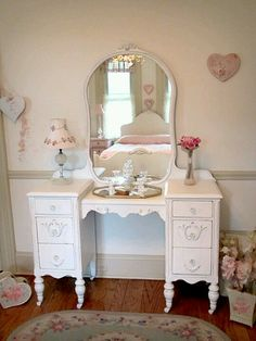 Okay - BOLO for this for Molly! She wants to switch out her armoire for a vanity......