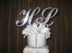 http://www.weddingthingz.com/1/post/2013/02/wedding-accessories-that-sparkle.html