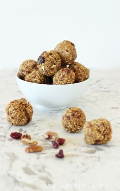 No bake, and takes just 15 minutes to whip up!  Cranberry Pumpkin Spice Energy Bites|Craving Something Healthy
