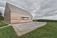 Modřínová terasa svou volbou materiálu navazuje na dům #dřevostavba