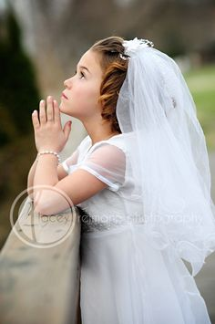 Sweet outdoor first communion poses